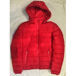 Veste á capuche rouge