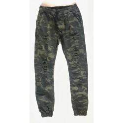 Pantalon camouflage déchiré